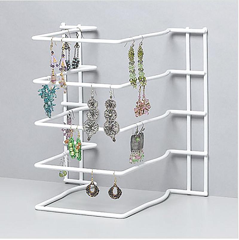 хранение украшений в решетке от кухонной мебели