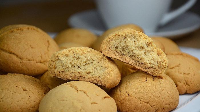 Простое песочное печенье с крахмалом Печенье, Песочное, Рассыпчатое, С крахмалом, Рецепт, Кулинария, Видео, Вкусно, Длиннопост