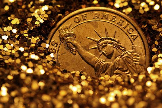 У США госдолг превысил $20 трлн. Россия скупает золото
