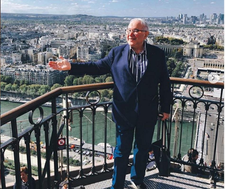 Не дай Бог на старости лет так долбануться: свою тулячку Петросян за полмиллиона свозил в Париж