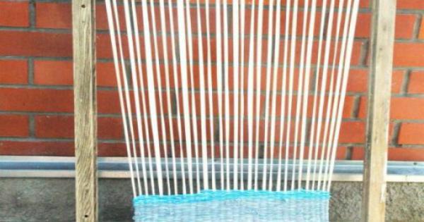 Плетем коврик в детскую по старинному методу. А я то думала, почему у бабушки такие красивые половички!