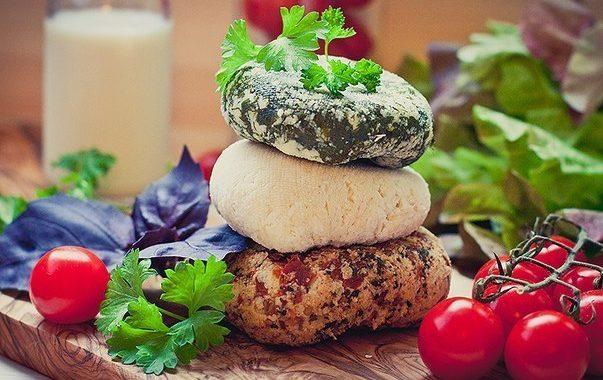 Три сыра — необычные, аромат…