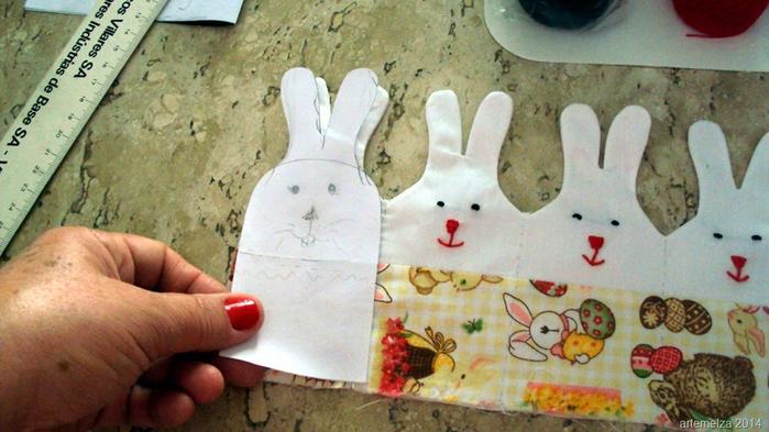 Текстильная корзинка из пасхальных зайцев. Мастер-класс (22) (700x393, 338Kb)