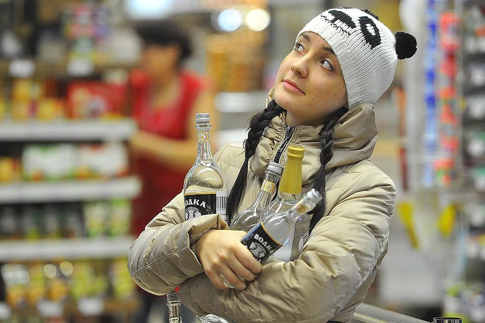 Голосовать можно, а пить нет: В России предлагают продавать крепкий алкоголь с 21 года