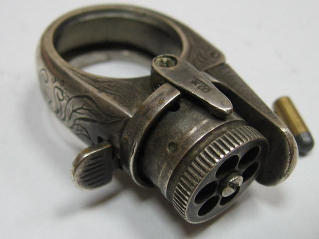 Перстень-пистолет.
