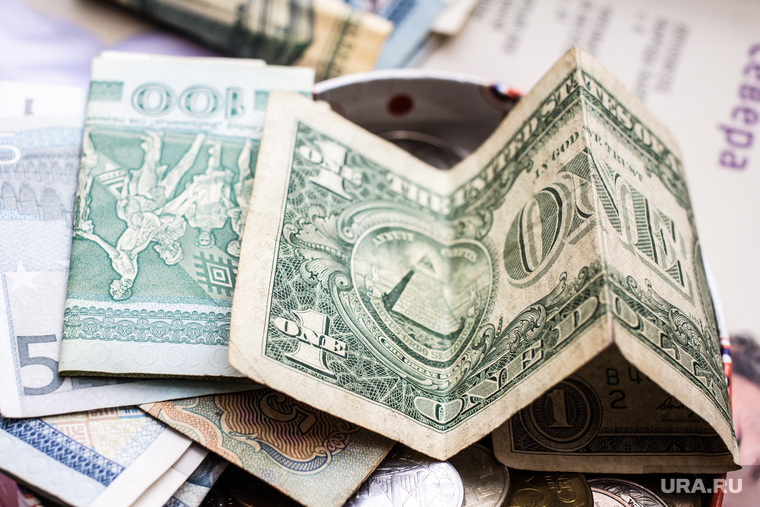 Налоговая сломала планы россиян, мечтавших заработать на росте доллара