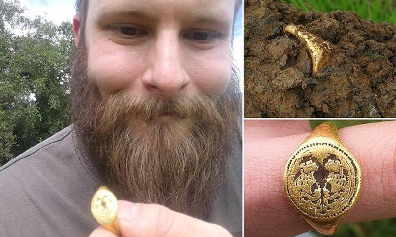 Любитель-кладоискатель откопал кольцо за $15 000