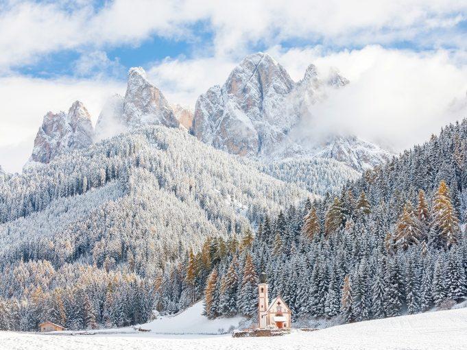 Белоснежное преображение: зима, превратившая мир в сказку