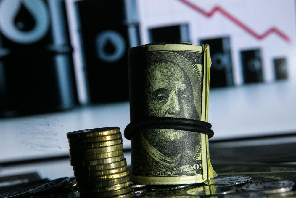 Баррель обвалился на пять долларов за сутки, но не смог увлечь за собой рубль