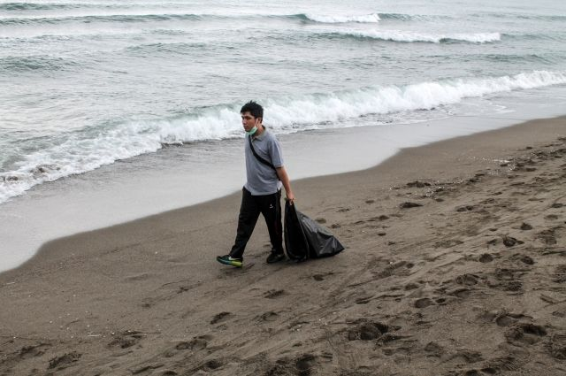 На острове Бали объявлено ЧП из-за большого количества мусора