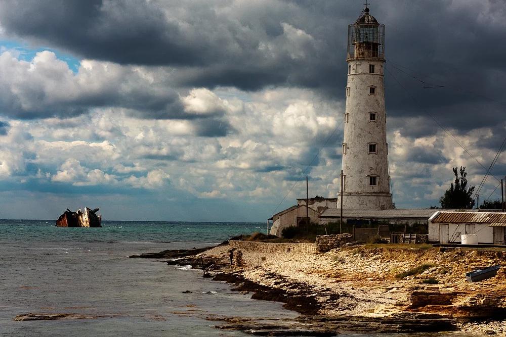 5 самых удивительных и живописных маяков России