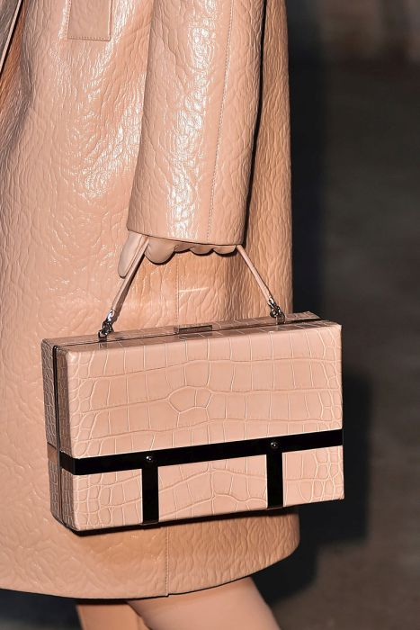 Женская сумочка пастельного оттенка