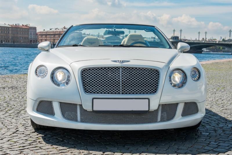 У молодого петербургского специалиста трубного завода угнали Bentley в день покупки