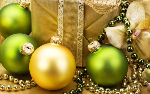 Веселое новогоднее гадание на елочных игрушках