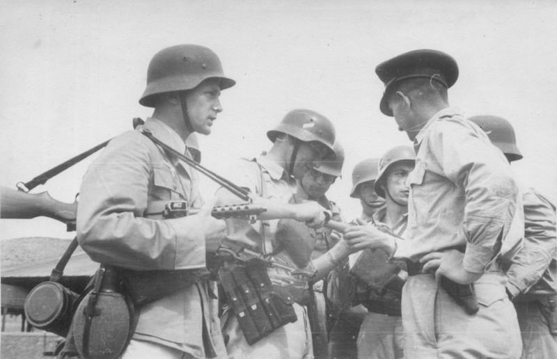 Британия, атакующая в 1945 греков силами... войск Pейха