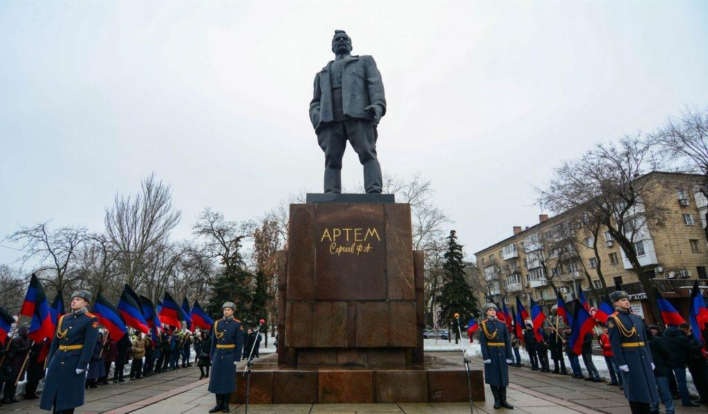 В Донецке прошел митинг по случаю годовщины создания Донецко-Криворожской Республики