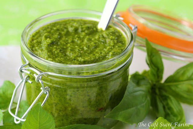 Изысканный зеленый соус быстрого приготовления!