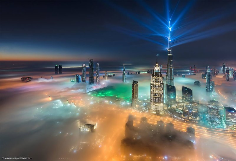 Дубай в облаках: потрясающие снимки одних из самых роскошных небоскребов мира вид, дубай, небоскреб, оаэ, туман, фотография, фотомир