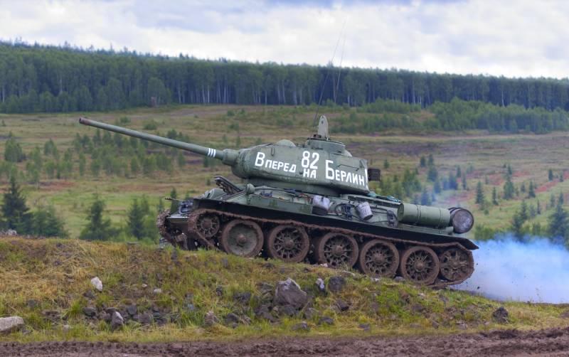 """Представитель МО РФ на """"Эхе"""" рассказал о ценах на Т-34 и ППШ в годы войны"""