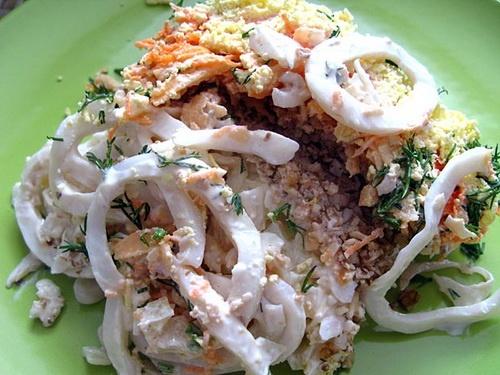 Салат с кальмарами и грецкими орехами рецепт