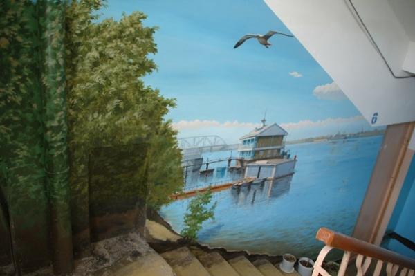 Подъезд как произведение искусства: Каждая площадка имеет свой колорит и тему.