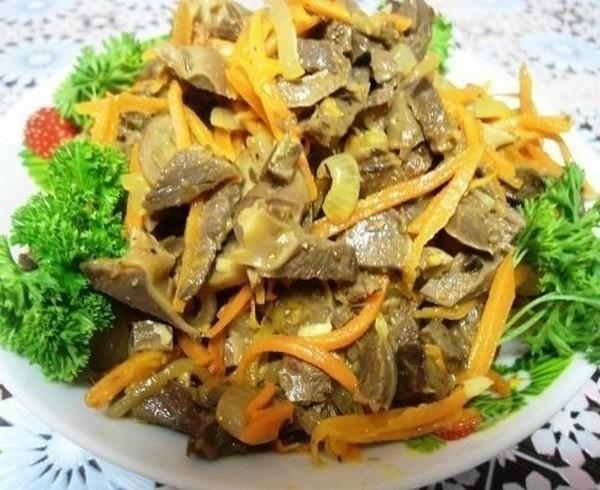 Попробуйте этот салат из куриных желудков…почти по корейски. Объедение.