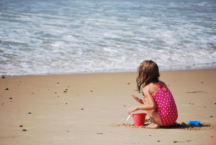 Один из десяти детей погибает на глазах у родителей, которые принимают трагедию за купание