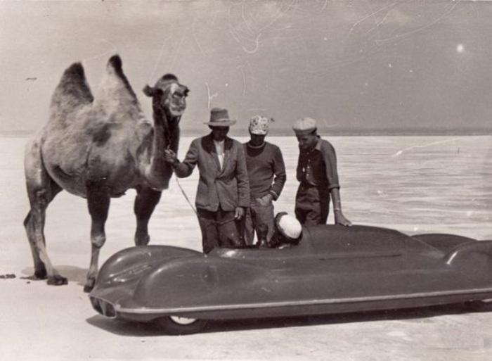 Автомобиль ХАДИ-4 на испытаниях на озере Баскунчак.