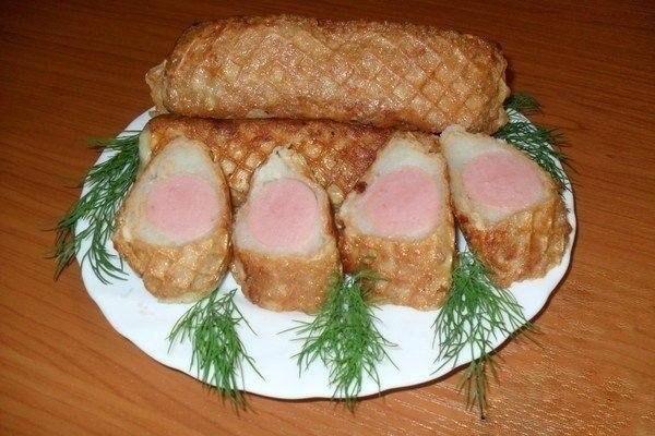Сосиска в «Шубе» — к завтраку то, что нужно.