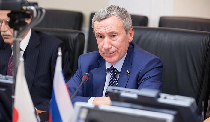 Предложение закрыть все генконсульства США в России встретили аплодисментами