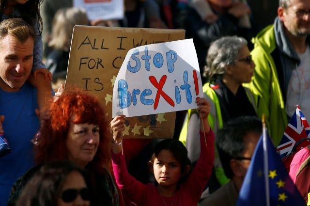 В Лондоне сотни тысяч человек вышли на акцию протеста против Brexit