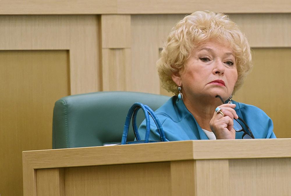 Людмила Нарусова о пенсионной реформе: депутаты придумывают законы, а за стенами 140 млн человек, которые все равно умнее