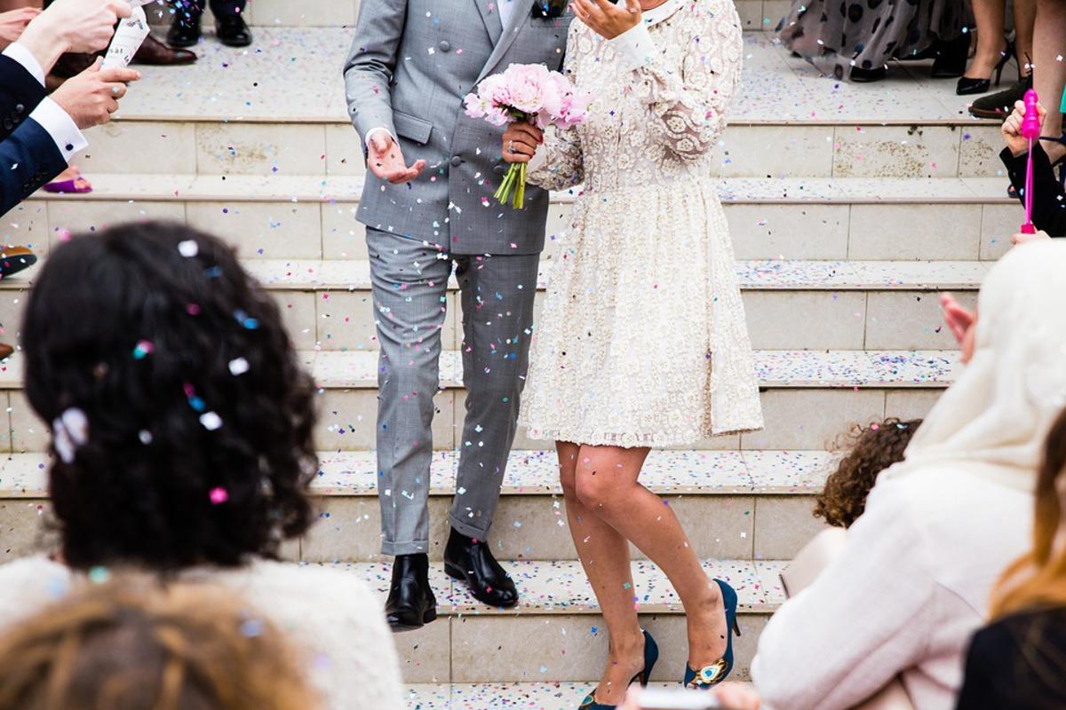 Дарить деньги и молчать: гостям свадьбы выдали список драконовских правил