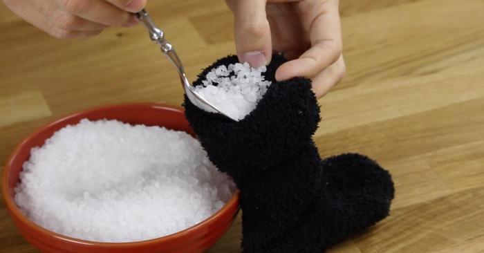 11 причин не выбрасывать старые носки, а использовать их с пользой для дома