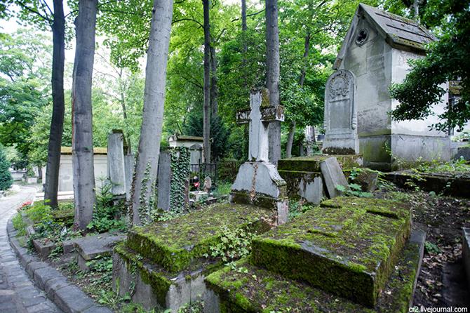 Памятники на кладбище во сне lost цена фото на памятник воронеж с остановками