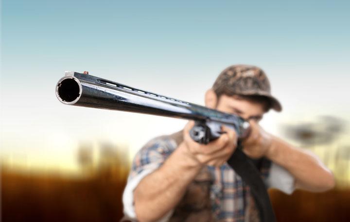 Эстонец встретил зашедших на его участок солдат НАТО выстрелом из ружья