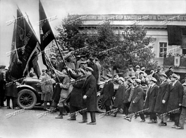 Зачем большевики украинизировали Украину?