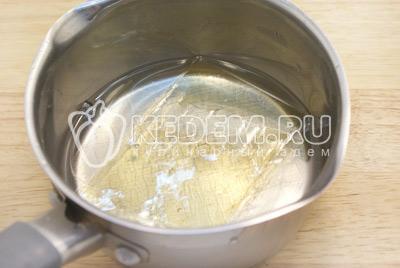 Желатин размочить в 120 мл. воды, хорошо прогреть на огне (не кипятить).