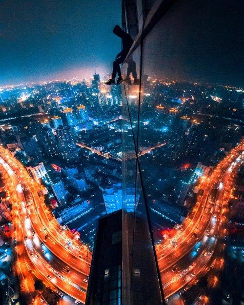 Ночной Шанхай в фотографиях руфера Виктора Чиана