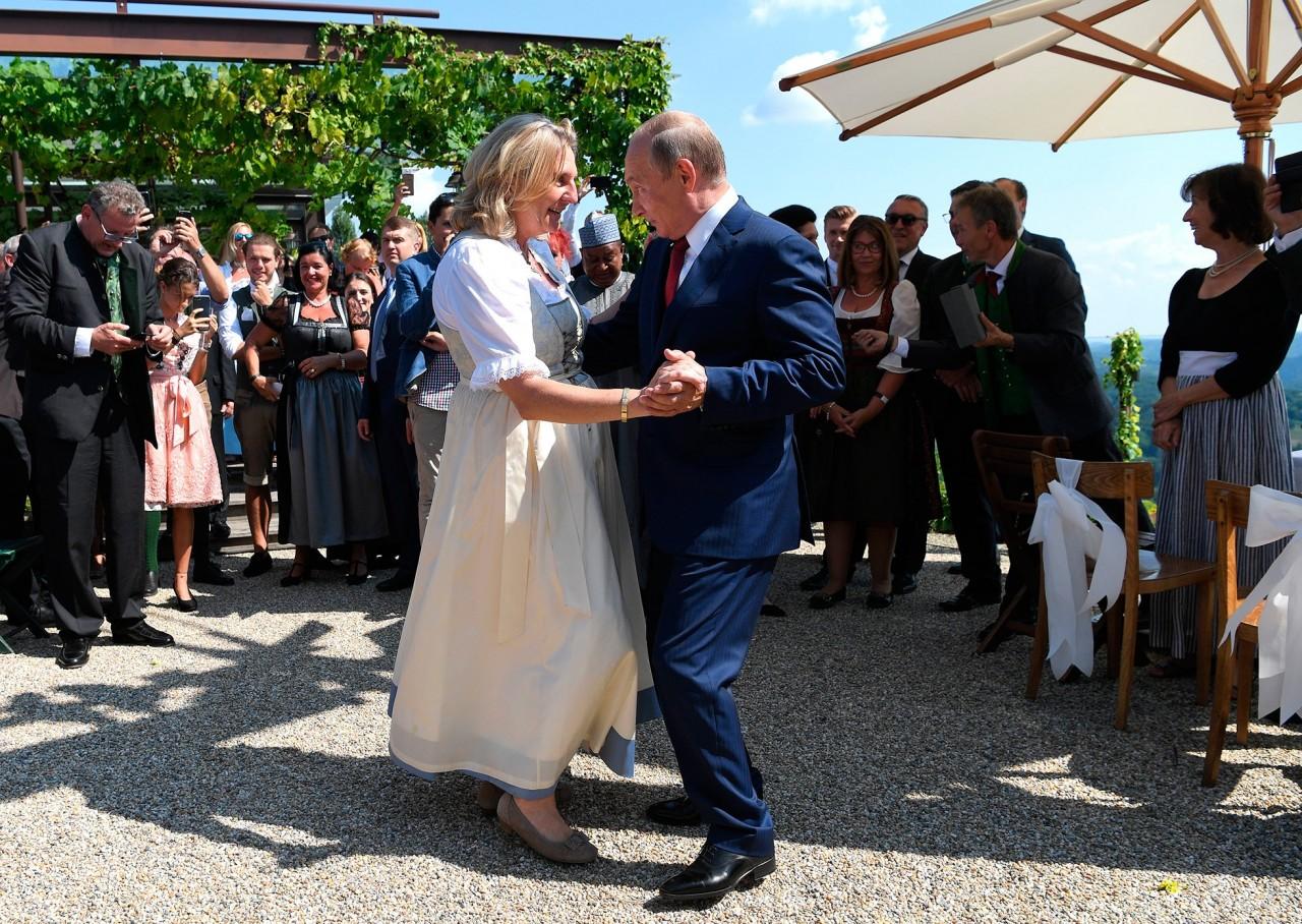 Путин на немецком языке попрощался с гостями свадьбы главы МИДа Австрии