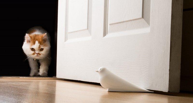 Самые необычные стоперы для дверей