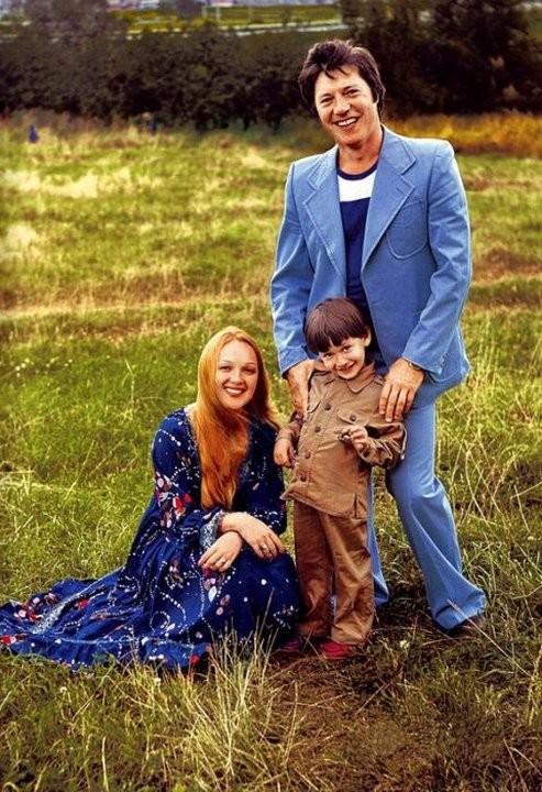 Наталья Гвоздикова и Евгений Жариков с сыном Федором СССР, знаменитости, кино, супружеские пары, факты