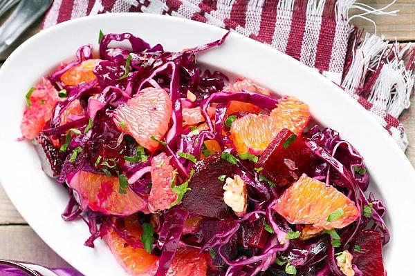 Салат из красной капусты с апельсином и свеклой