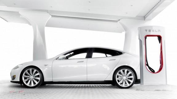 Tesla покроет Европу сетью зарядных станций к концу года