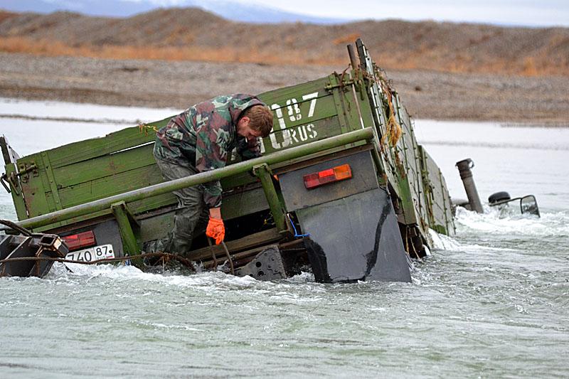 5136 Как вытаскивают утонувшие грузовики