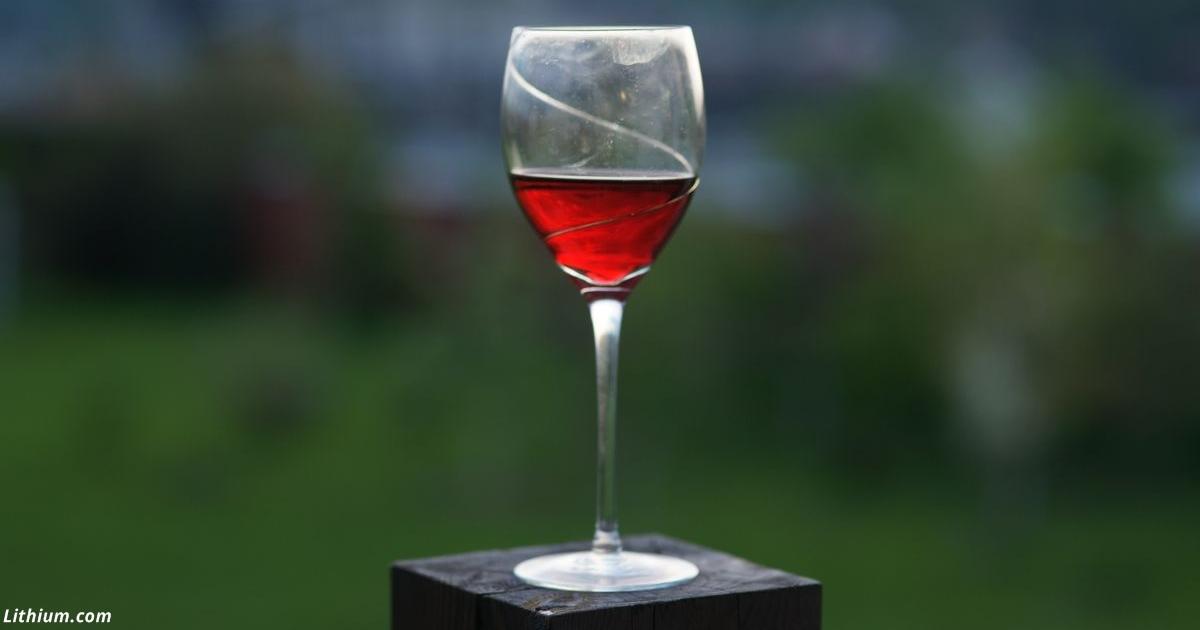 Бокал вина раз в день полезен не всем. Но он обязателен для пенсионеров-сердечников!