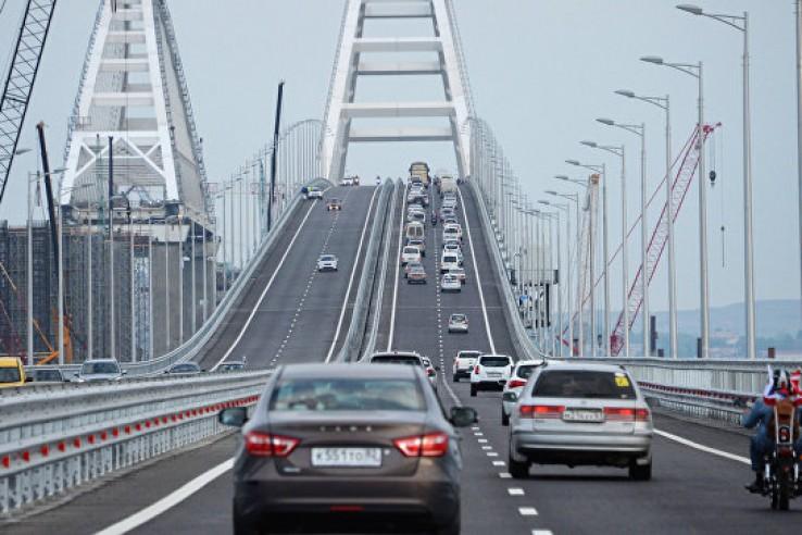 За месяц по Крымскому мосту …