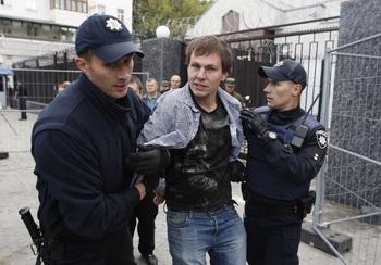 В Одессе митингующие избили начальника областной полиции