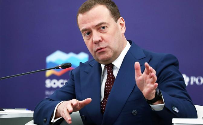Защищая свое кресло, Медведев обозначил путь в «светлое завтра»