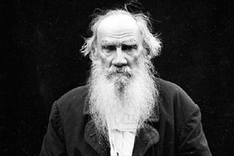 Ныне Лев Толстой ценен лишь балами, юнкерами и хрустом булок